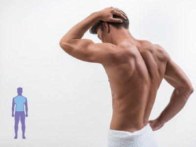 un hombre de espaldas mostrando la espalda y lumbares