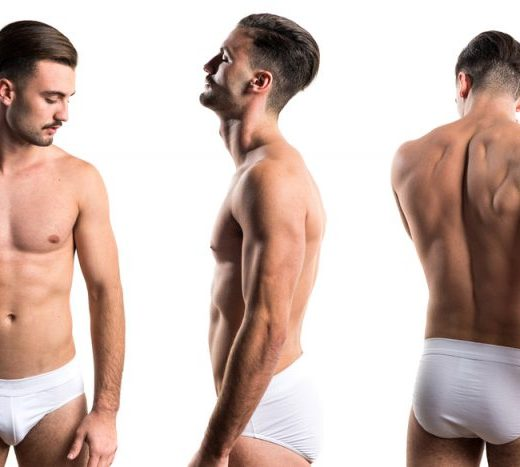 Un hombre mostrando su cuerpo semidesnudo y depilado a través del Bono Depilación Láser Cuerpo Completo Hombre